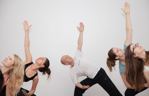 Yoga in Wien mit Andreas Rainer im Freiraum-Institut
