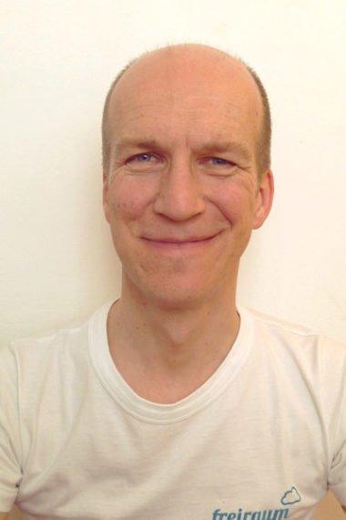 sanftes Hatha-Yoga und Yoga-AnfängerInnen-Kurse mit Andreas Rainer, Reiki-Ausbildung und Reiki-Einzel-Settings seit 1999, Gründungsberater/Unternehmensberater