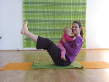 Yoga mit Baby als effektive Rückbildungsgymnastik