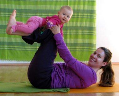 Yoga mit Baby ab dem 6. Monat - sanfte Fitness und effektive Rückbildung